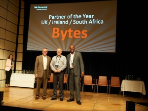 West McMullin (centre) receiving the award from Dave York (Senior VP for Global Channels) and Keith Wilkinson (VP – UKI & SEA)