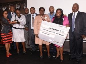 Front, from left to right: Maria Dhliwayo; Annikie Khumbuza; Rose Rhulani Baloyi; Onica Thandi Matsheke. Back, from left to right: Siphiwe Ngwenya, Acting Group CEO of GGDA; McLean Sibanda, CEO of The Innovation Hub; MEC Nkosiphendule Kolisile; Dr Thele Moema, GGDA Board Member; Zeth Malele, TIHMC chairperson of the Board with Smokeless Coal, green technology winner.