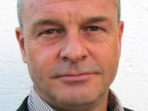 Geoff Earnshaw.