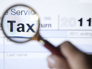 South Africans still prefer to file their taxes the old fashioned way, says a SARS official.