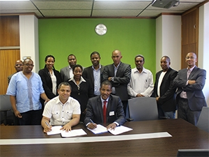 The CSIR and BITRI team during the signing of the agreement to work together on dynamic spectrum access research.