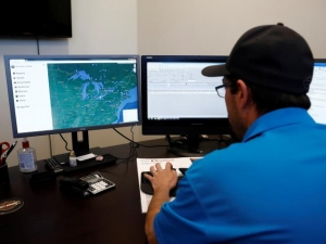 An operator demonstrates the software used in the BlackBerry Radar fleet-tracking service.