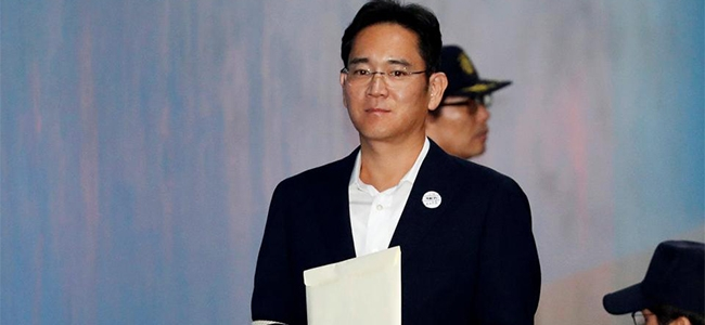 Samsung Electronics vice-chairman Jay Y Lee arrives at a court in Seoul, South Korea.
