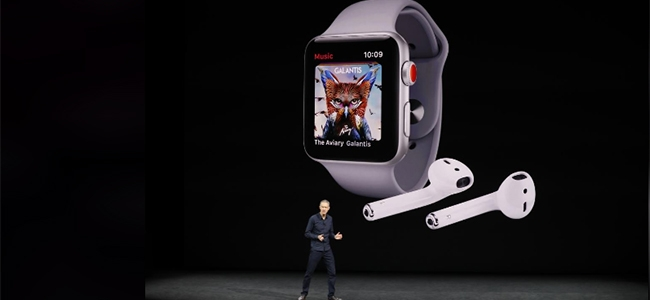 Apple COO Jeff Williams presents the new Apple Watches.